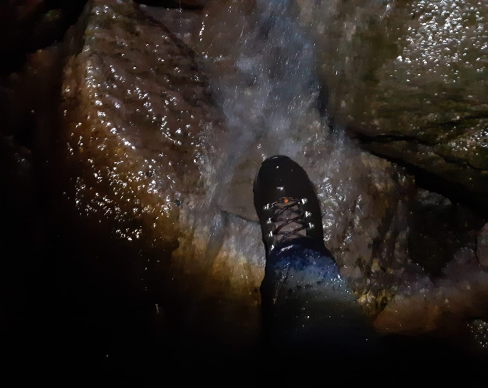 09 Boot in water